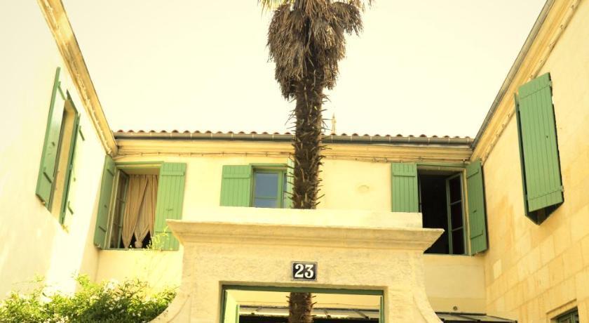 Guesthouse la maison du palmier la rochelle france for La maison du palmier