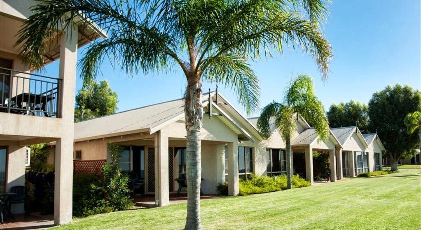 Pelican Shore Villas