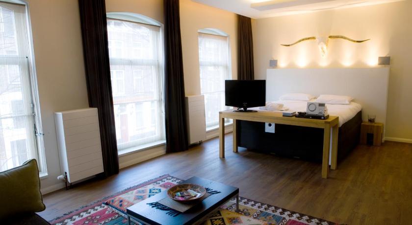 A Small Hotel (Rotterdam)