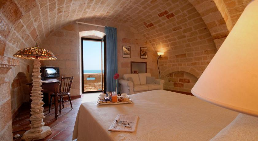 hotel grotta palazzese polignano a mare italy. Black Bedroom Furniture Sets. Home Design Ideas
