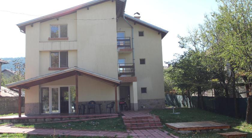 """Вила """"Къща за птици"""" - единствен частен хотел в Пернишката част на Витоша"""