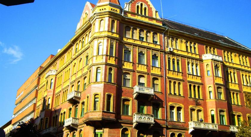 Dr. Blondy Apartments (Budapest)