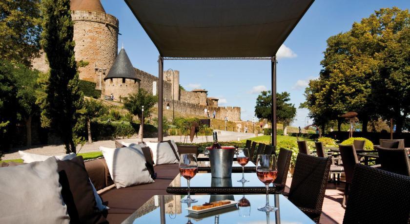Vue du château de Carcassonne depuis le restaurant de l'hôtel
