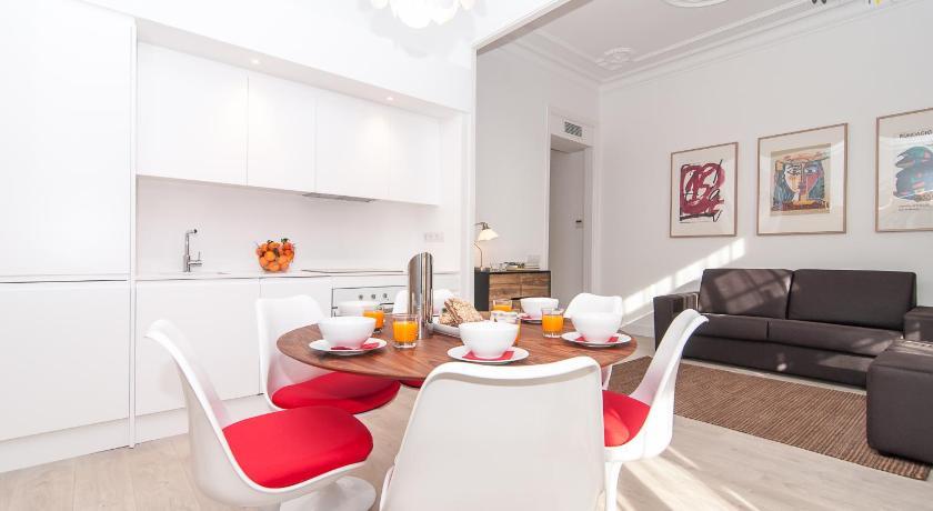 White Apartment (Barcelona)