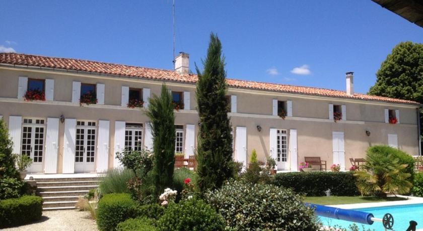 Guesthouse au moulin brun saint hilaire de villefranche for Telephone booking france