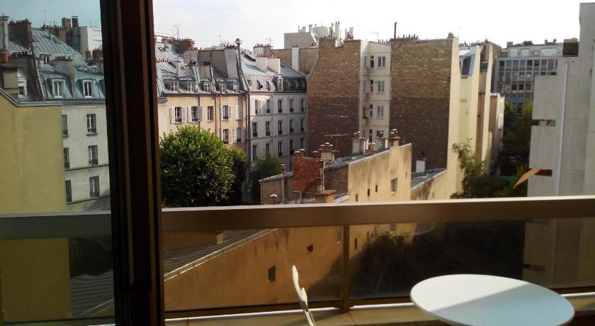 Bright apartment close to Champs Elysées (Paris)
