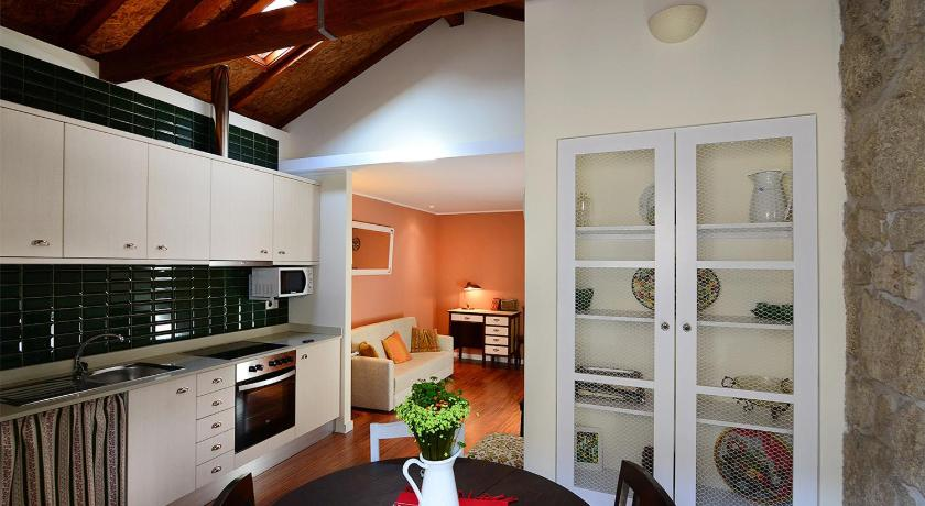 Vitoria Apartments (Porto)
