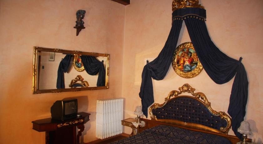 A room at the Hotel Bavaria, Florence