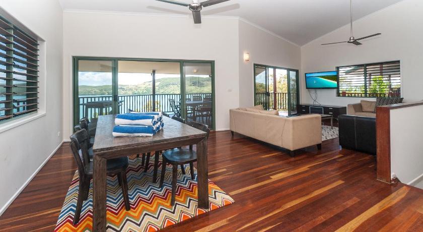 Villa Casuarina Cove 13