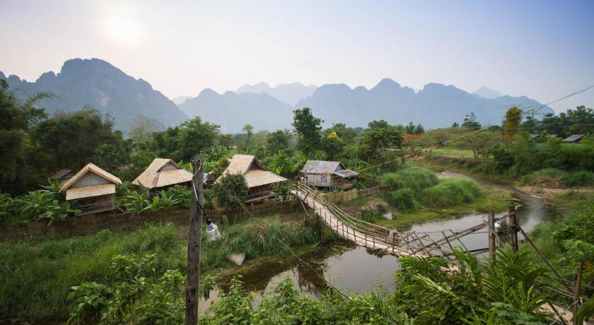 Champa lao bungalows vang vieng including reviews for Domon river guesthouse vang vieng