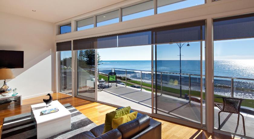 Apartment Penguin Waterfront Escape