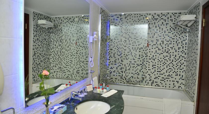 http://q-ec.bstatic.com/images/hotel/840x460/297/29776555.jpg