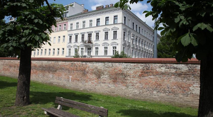 Sonnige Wohnung am Augarten in Wien