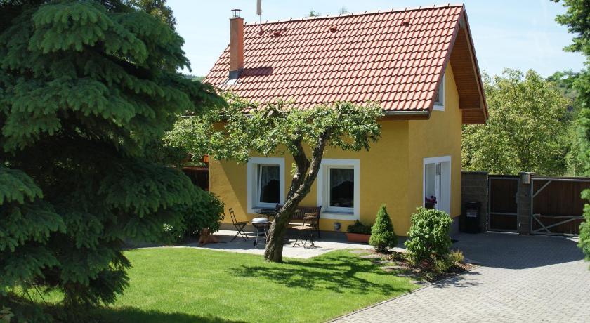 Apartment House Troja (Prag)