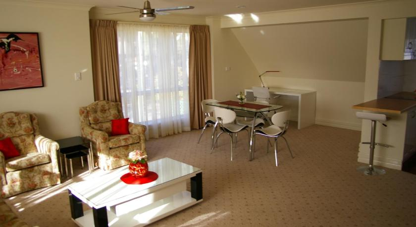 Deakin Executive Apartment