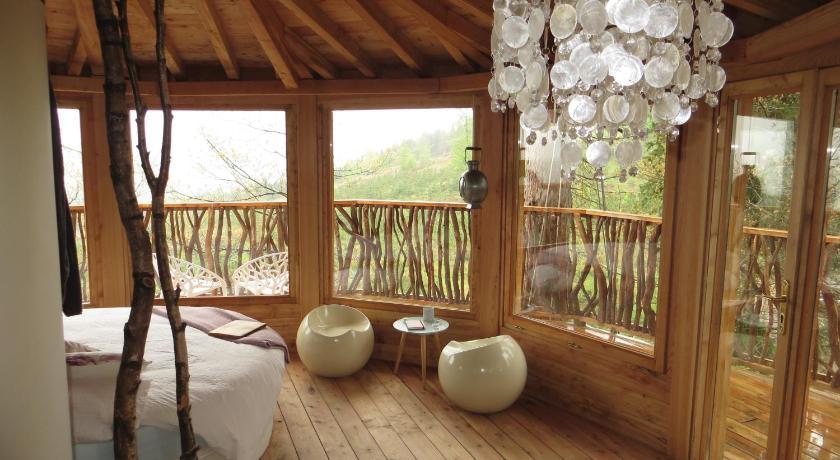 Madaish glamping acampa con glamour - Cabana en los arboles ...