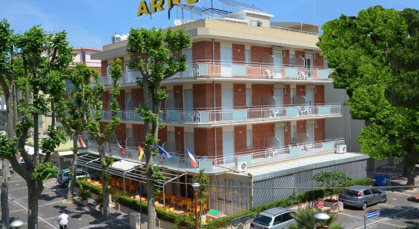 Misano Adriatico Italy  city photos gallery : Hotel Arno, Misano Adriatico, Italy Booking.com