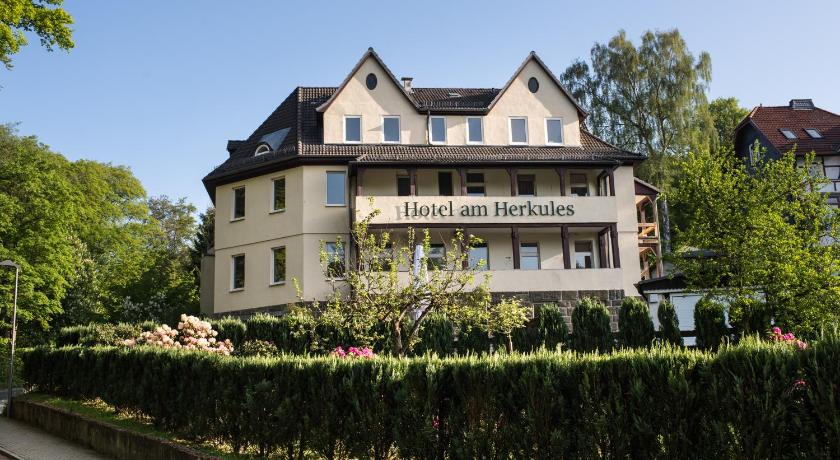hotel am herkules kassel deutschland. Black Bedroom Furniture Sets. Home Design Ideas