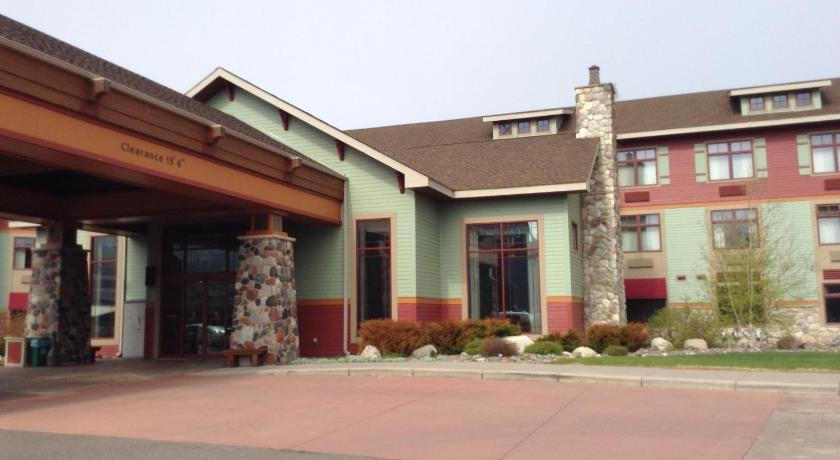 friendly hotels marcos places stay duluth canal parkg