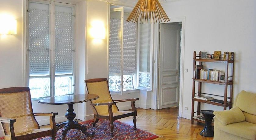 Three-Bedroom Apartment - rue Beaurepaire (Paris)