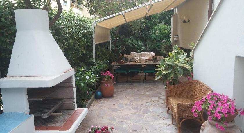 Ivo & Mary House (Rom)