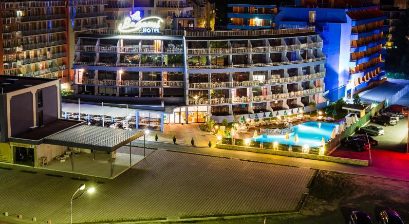Bohemi Hotel, Property building, Night