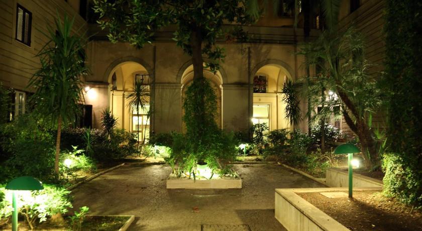 Caroline Rooms Rome (Rom)