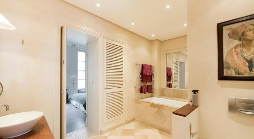 Class and Elegance: Parisian Apartment (Paris)