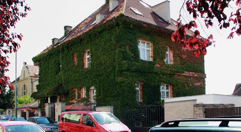 Apartment Hradešínská (Prag)