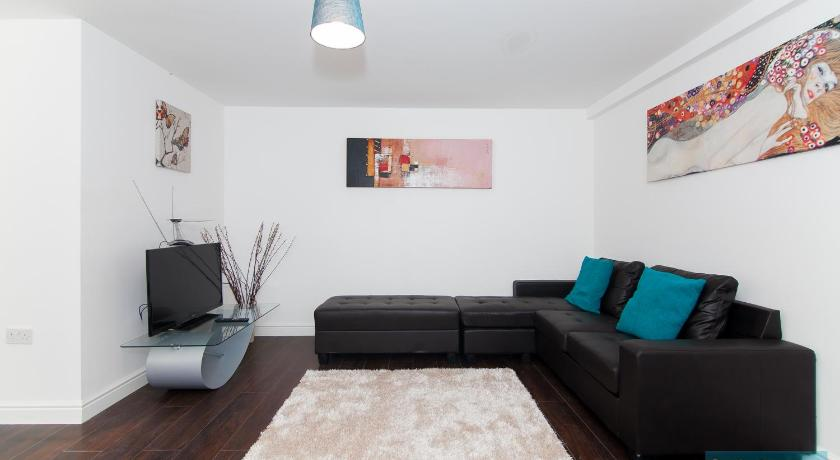 London Escorts Near East End Apartments