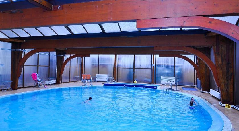 Mobila pentru bucataria hotel cu piscina oradea for Hotel cu piscina