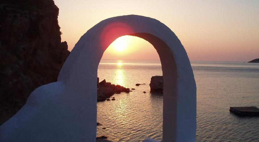 Ilidi Rock Aparts-Suites and Studios, Hotel, Livadia,Tilos, 85002, Greece