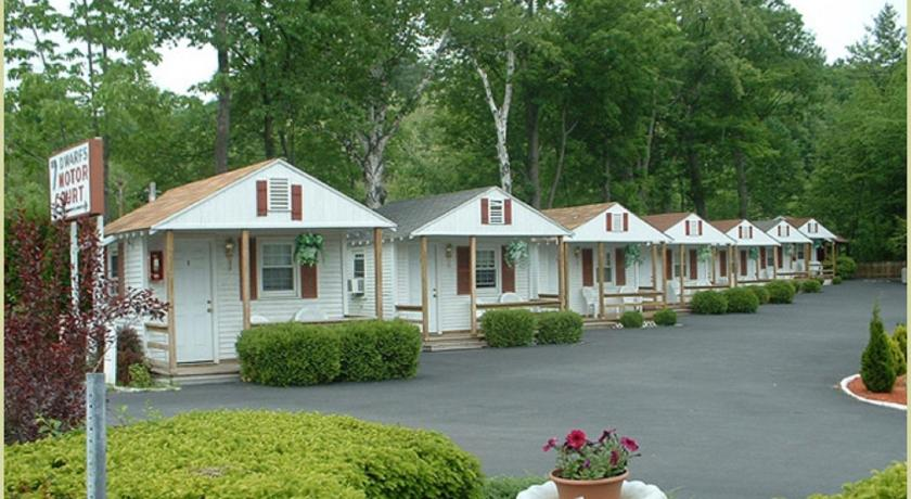 Lodge seven dwarfs cabins white cabin lake george ny for Lake george cabins and rv park lake george co