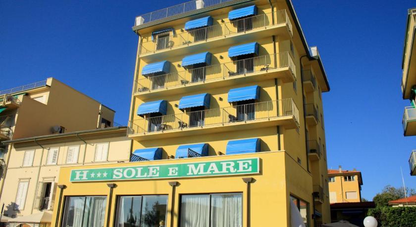 Top deals hotel sole e mare lido di camaiore italy for Hotel e booking