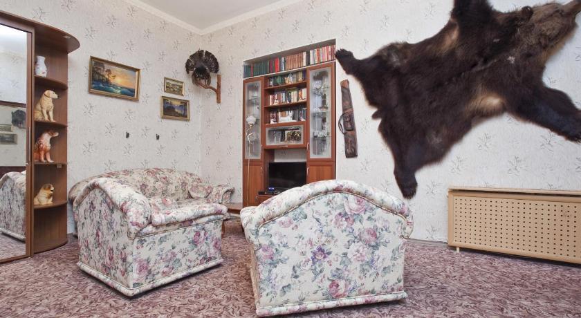 Okhotnichya Berloga U Liteynogo Mosta Apartment (Sankt Petersburg)