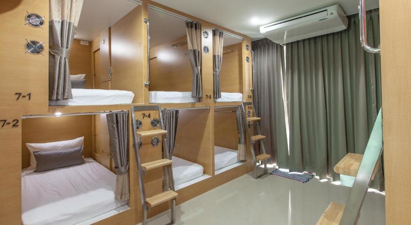 D box hostel bangkok thailand for Room decor ideas in hostel
