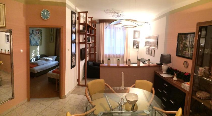 Gulyas Apartment (Budapest)