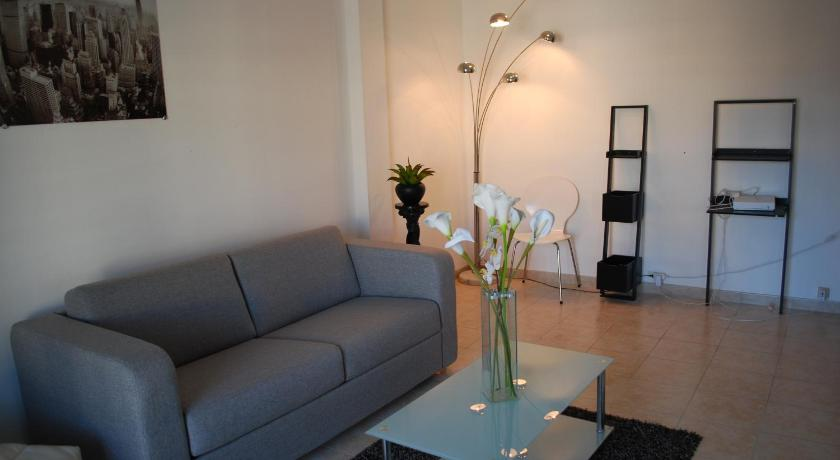 Home Rental Studio Latour Maubourg (Cannes)