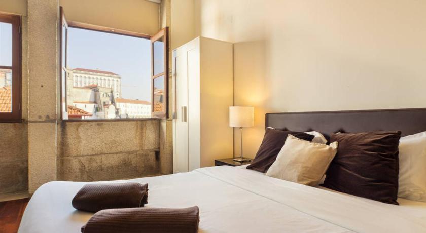 Low Cost Tourist Apartments - Palácio da Bolsa (Porto)