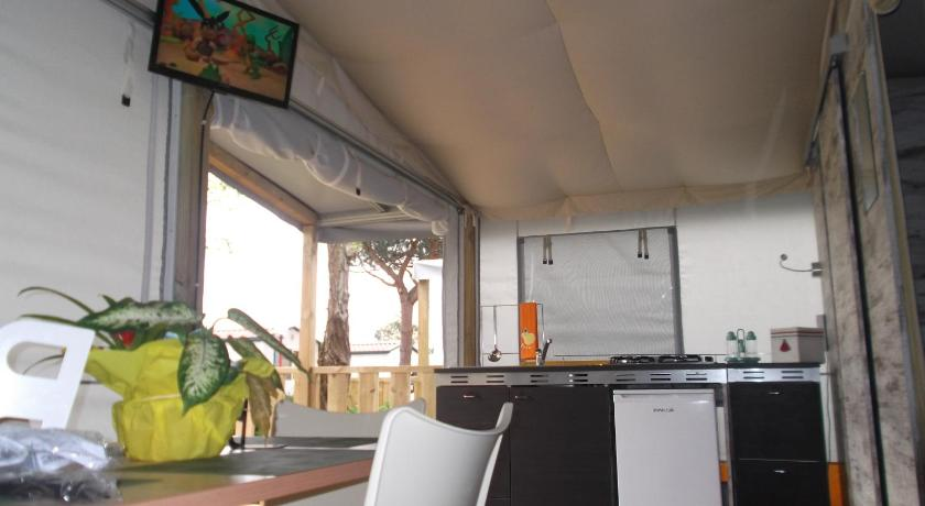 Lodge tent spiaggia e mare holiday park porto garibaldi for Hotel meuble park spiaggia