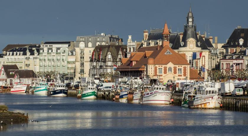 Trouville sur mer arts et voyages for Appart hotel trouville