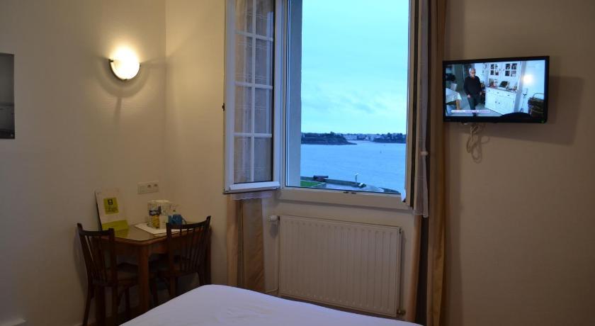 Hôtel Porte Saint Pierre - Logis Hôtels - Home | …