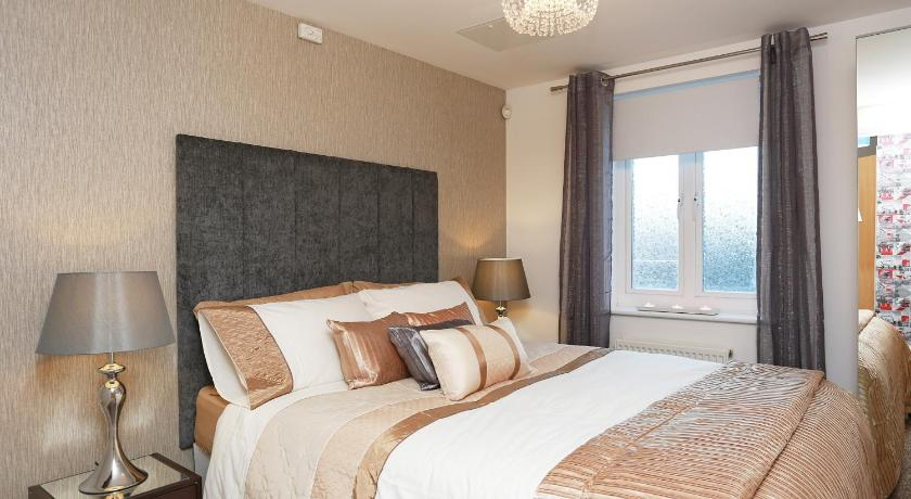 Eye-Catching Apartment (London)