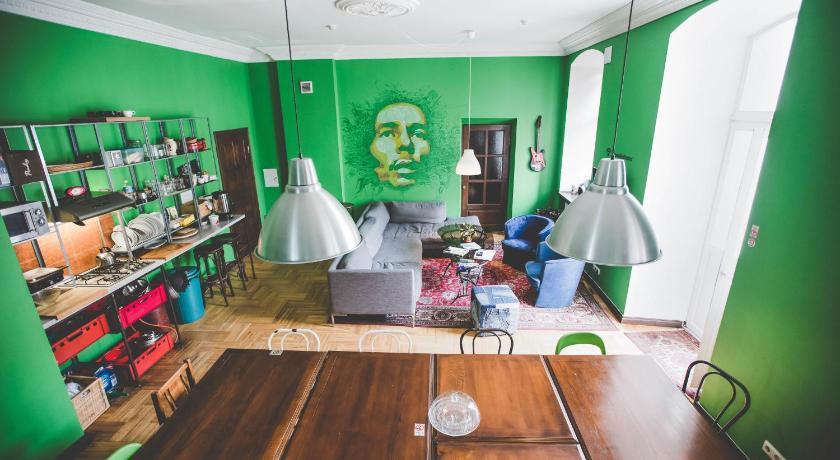 Общий холл вильнюсского хостела Ямайка
