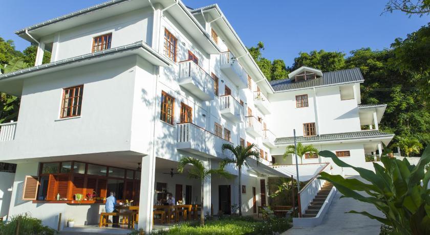 http://q-ec.bstatic.com/images/hotel/840x460/438/43835421.jpg