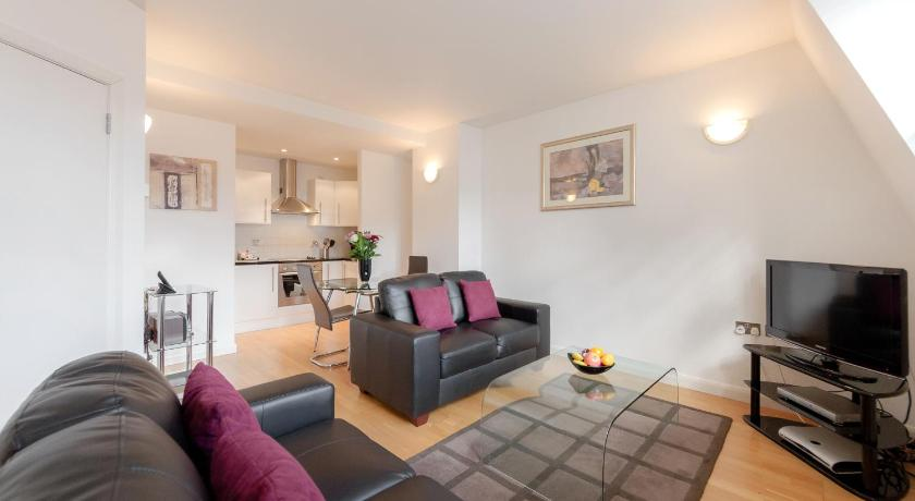 Roomspace Serviced Apartments - Groveland Court (London)