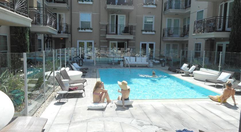 Luxury 2-Bedroom, 2-Bathroom with Pool and Views (Los Angeles)