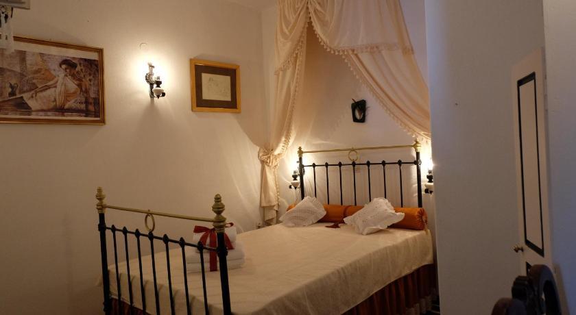 Voreades, Hotel, Nikolaou Foscolou 7, Tinos, 84200, Greece
