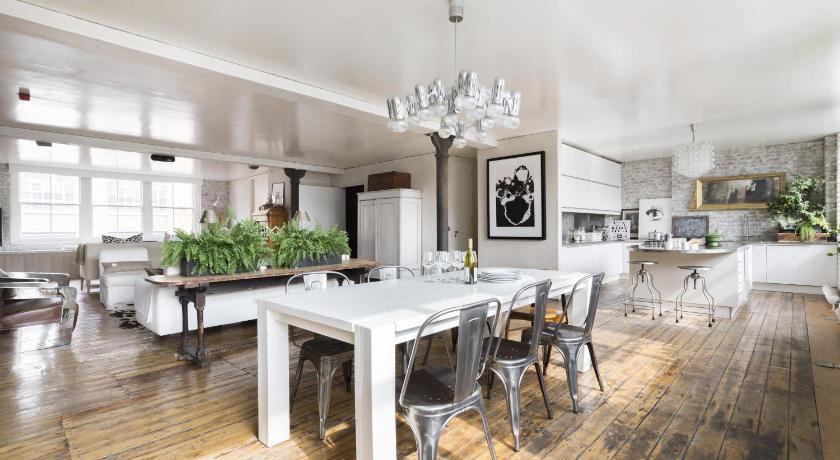 London Escorts Near onefinestay - Shoreditch apartments