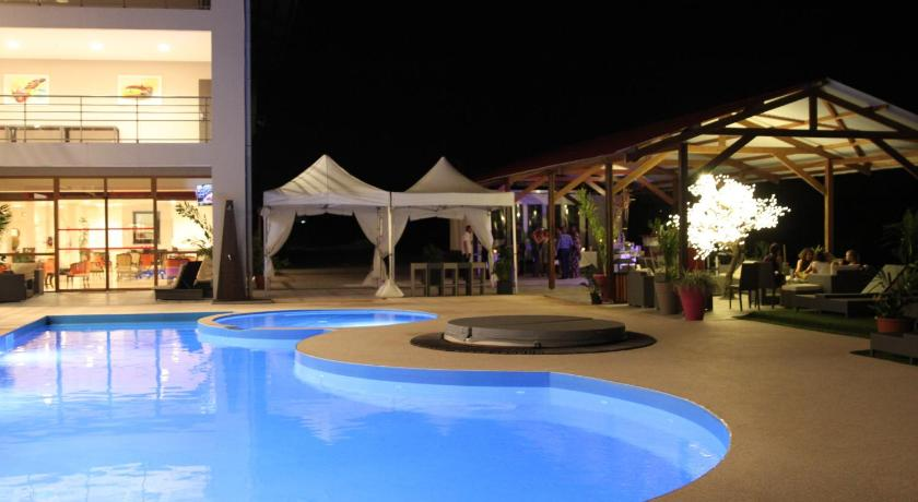 Royal Amazonia, Pool view, Lounge or bar